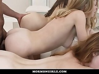 MomonGirlz Polgamists foursome with his wives