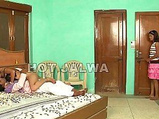 Badi Bhan Nokar Se Choti Bhan Padosi se