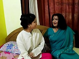 Indian old aunty boobs show