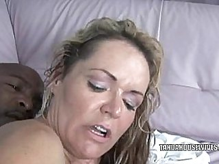 Blonde MILF Kelly Leigh rides a stiff cock
