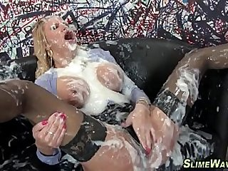 Fetish slut gets bukkaked