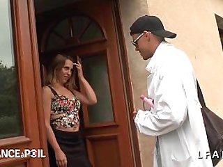Une petite francaise appelle SOS Sodomie pour se faire ramoner le cul
